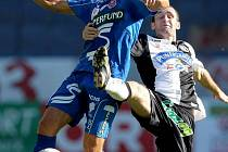 Fotbalista Patrik Siegl (v modrém).
