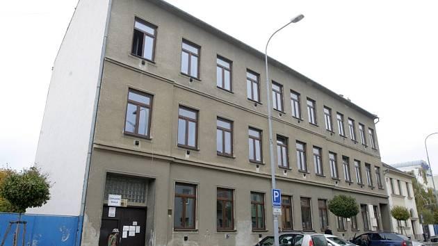 Až sto padesát míst nabídne v budoucnu autistům černovická základní škola ve Štolcově ulici. Ředitel plánuje její rozšíření do nových prostor bývalé knihovnické střední školy v brněnských Řečkovicích.