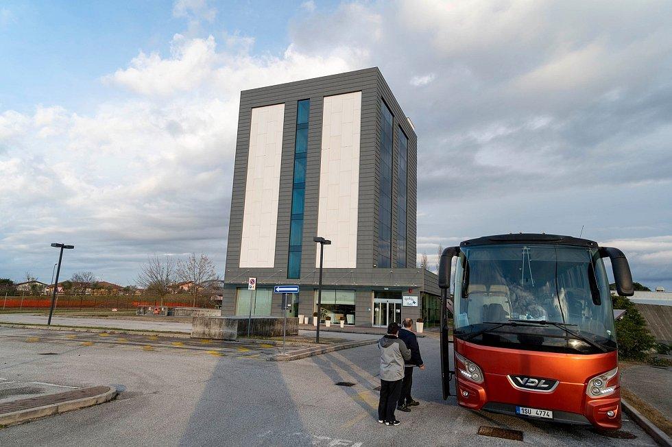 Volejbalistky Šelem Brno vyrazily na cestu do Monzy autobusem v neděli večer.