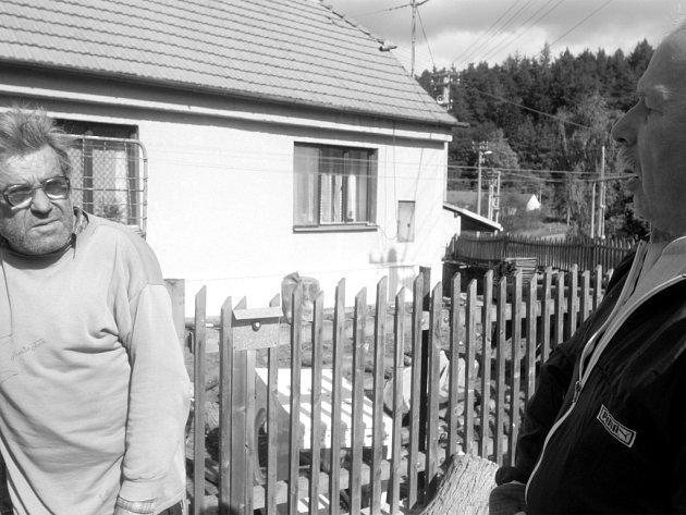 Starostův kritik Milan Semerád (vlevo) mluví s Romanem Fraitem
