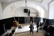 Kino Art našlo prozatímní působiště v bývalém lihovaru v Pekařské ulici.