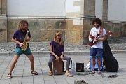 Umělci v Brně hráli na autech, balkónech, rikšách i na ulici. Součástí festivalu Maraton hudby byl i busking