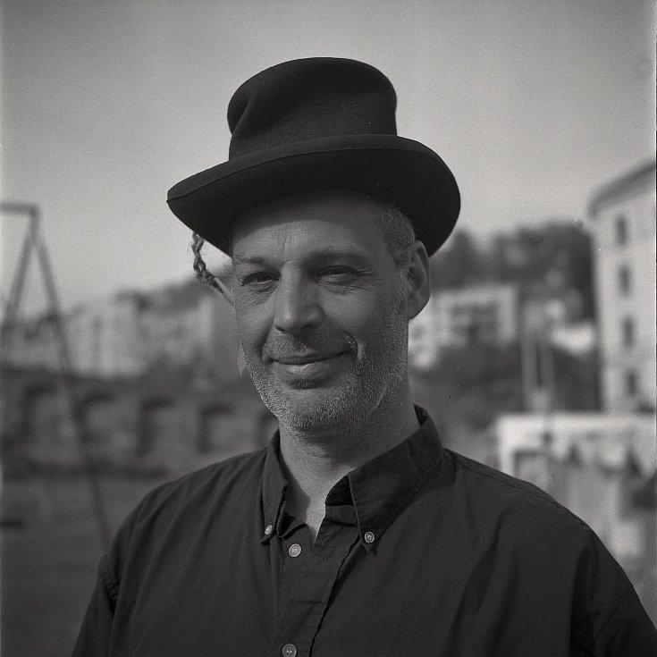 Portréty z výstavy Tváře Frankofonie.