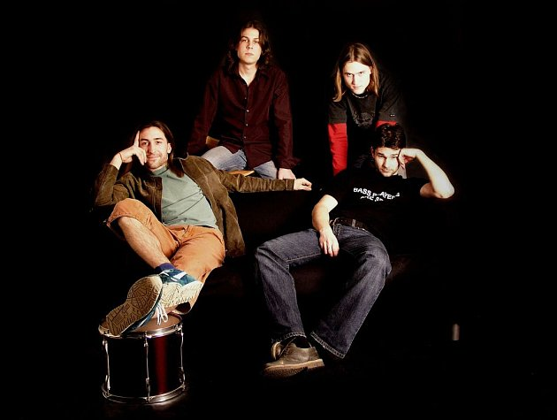 Skupinu Gate Crasher tvoří kytarista Lukáš Woff, zpěvák a kytarista Ondřej Novák, bubeník Filip Lančarič a baskytarista Jiří Knauer (zleva a shora).