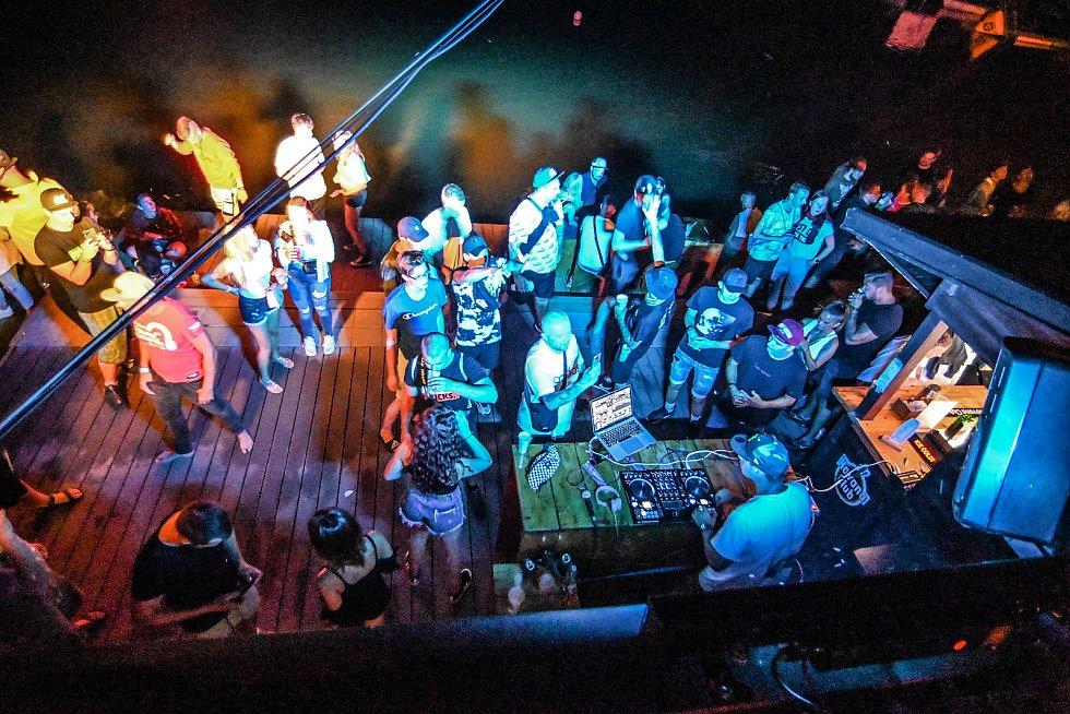 O víkendu bylo v kempu Merkur v Pasohlávkách živo.