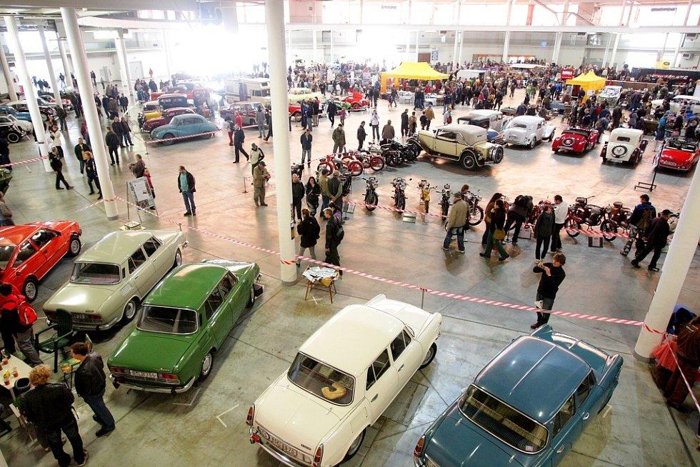 V areálu brněnského Výstaviště se konal další ročník prodejní výstavy a burzy náhradních dílů na veterány automobilů a motocyklů.
