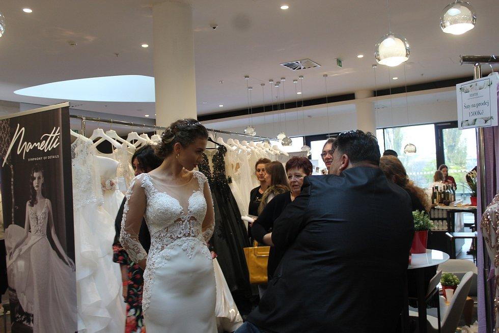 Od odvozu na místo obřadu až po hostinu po prvním manželském polibku. Vše potřebné si mohli zamilované páry vybrat na sobotním svatebním veletrhu v brněnském hotelu Courtyard.