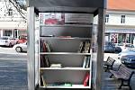Knihobudka na boskovickém náměstí.