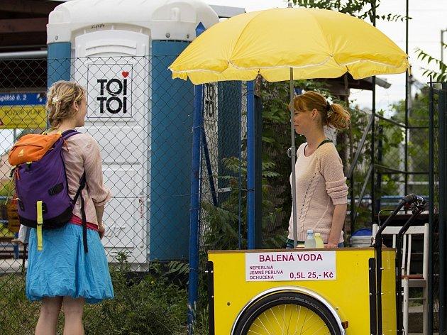 Po týdnu výluky je už zázemí na dolním nádraží v Brně pro cestující příjemnější. Mohou si už například koupit vodu.