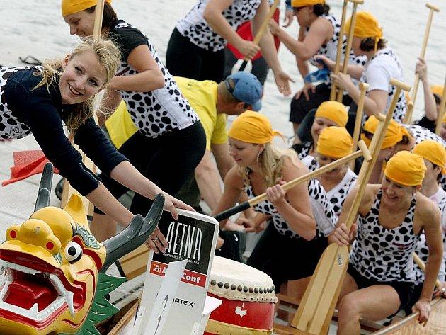 Brněnská přehrada v sobotu hostila čtvrtý ročník závodu Divize východ dračích lodí Grand Prix.