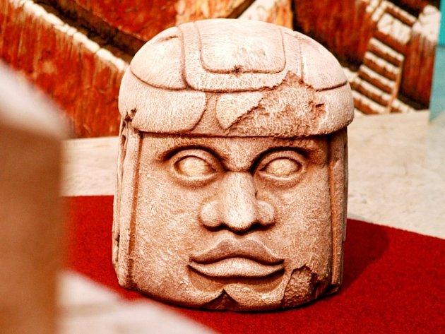 Výstava přibližuje kulturu zajímavých národů, jakými byli Mayové, Olmékové či Toltékové.
