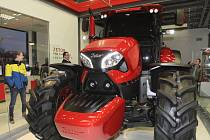 K sedmdesátému výročí představil ve čtvrtek večer brněnský Zetor na prototypu traktoru nový design. Autorem moderní podoby stroje je italská designerská značka Pininfarina.