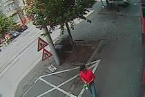 Policisté pátrají po lupiči, který přepadl hernu ve Štefánikově ulici v Brně.