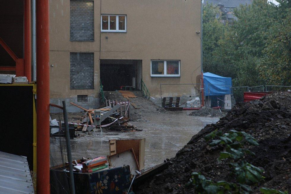 Rekonstrukci, která vyjde na jedenáct milionů korun, platí město. Víc než tři čtvrtiny kryjí evropské fondy. Teď však hrozí, že téměř devítimilionovou dotaci kvůli zpoždění Brno nezíská.