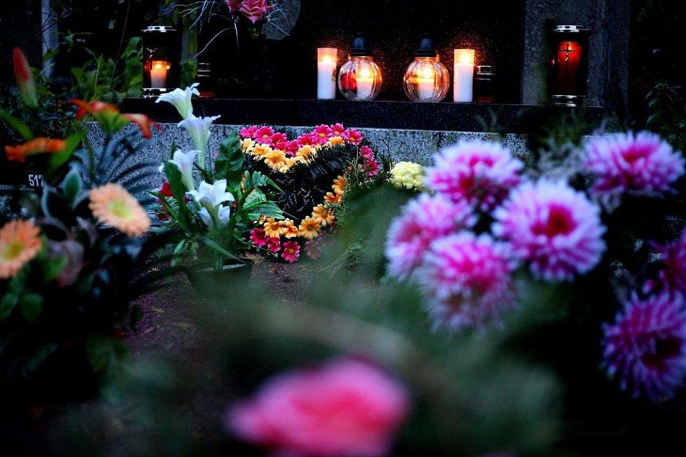 Dušičky na brněnských hřbitovech.
