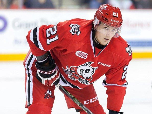 Odchovanec brněnské Komety Pavel Jenyš přestoupil v juniorské lize Ontario Hockey League z celku Sudbury Wolves do Niagary Ice Dogs.