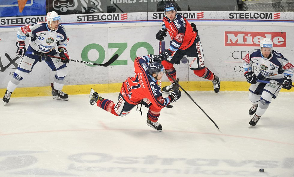 Utkání 35. kola hokejové extraligy: HC Vítkovice Ridera vs. HC Kometa Brno, 30. prosince 2017 v Ostravě. (střed) Kucsera Lukáš.