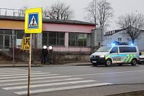V pondělí před šestou hodinou ranní poblíž velkoobchodní prodejny v brněnské ulici Kaštanova srazilo nákladní auto na přechodu chodce. Ten zemřel.