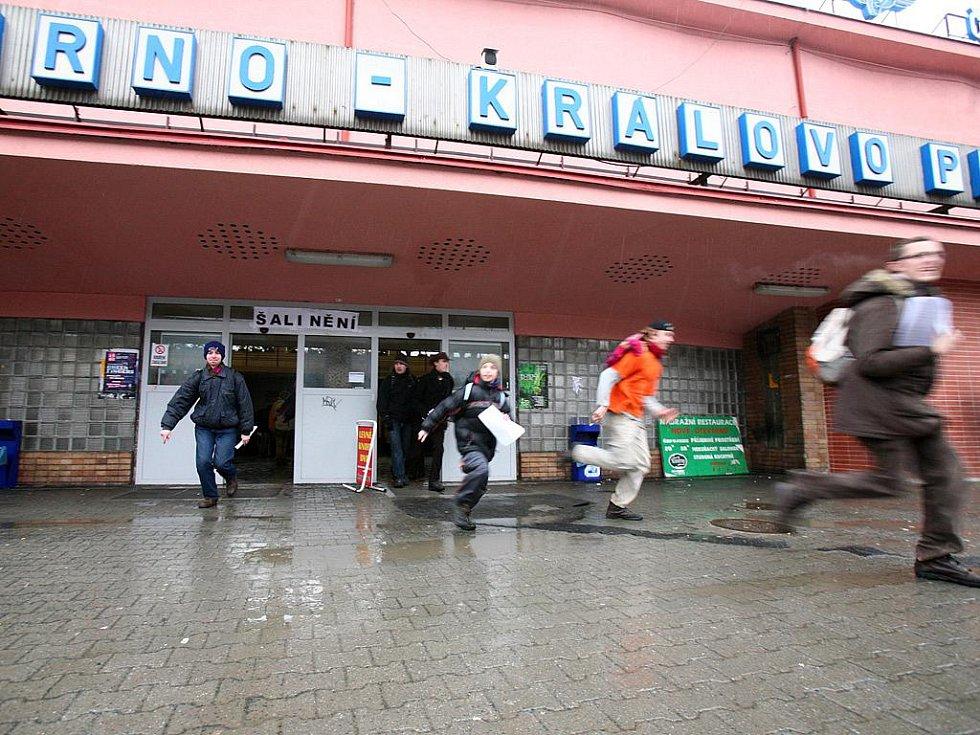 Šalinění v brněnských ulicích.