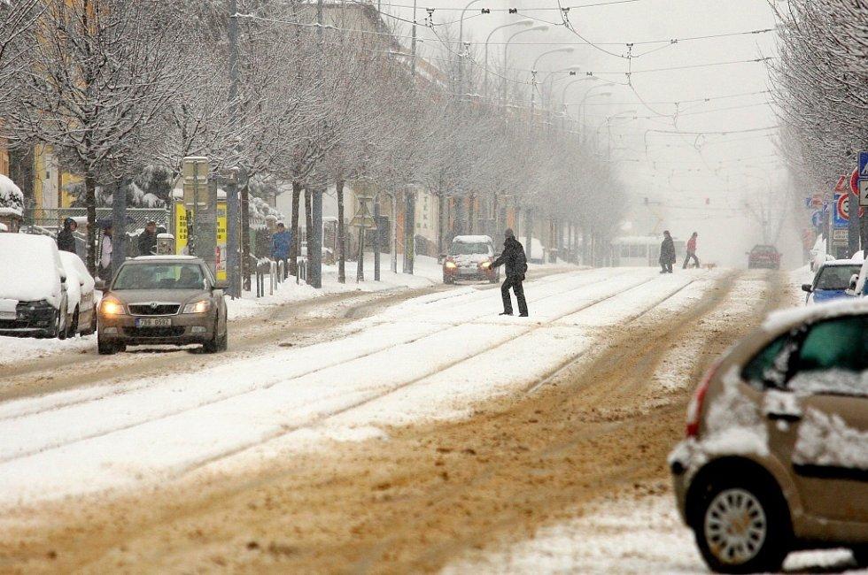 Brno zasypal v sobotu sníh. Odpoledne už ale začala nadílka pomalu tát.