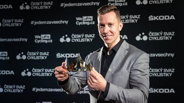 Tomáš Bábek převzal trofej při slavnostním vyhlášení v pražském Průmyslovém paláci.