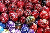 V ulicích Brna se začaly objevovat kraslice a další tradiční symbol Velikonoc.