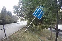 Podrobit zábradlí a dopravní značku zatěžkávací zkoušce se rozhodl podnapilý muž v brněnských Bohunicích.