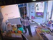 Střelec po útoku v Žebětíně uprchl do nedaleké Bystrce, kde vyloupil vietnamskou večerku v Kavčí ulici. Tu přepadl a odnesl si peníze i cigarety.