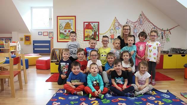 Děti ze třídy Barvička v mateřské škole Zámecká v Rosicích