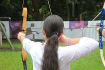 Vyzkoušet si netradiční sporty i oblíbené disciplíny mohou návštěvníci brněnského olympijského festivalu ještě poslední víkend. Na lukostřelbu si troufla i redaktorka Rovnosti.