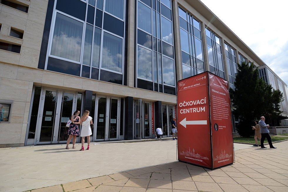 Očkovací centrum bez registrace otevírá sdružení Podané ruce v prostorách bývalé restaurace Bohéma v Janáčkově divadle.