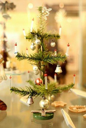 Výstavu Příběh vánočního stromku hostí brněnský Palác Šlechtičen.