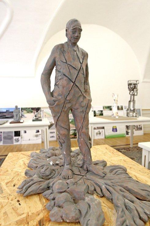 Návrhy na novou sochu brněnského básníka Jana Skácela.