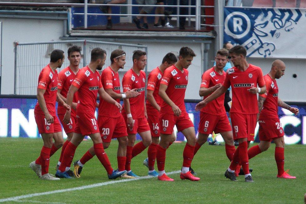 Fotbalisté brněnské Zbrojovky se mohou chystat na návrat mezi elitu.