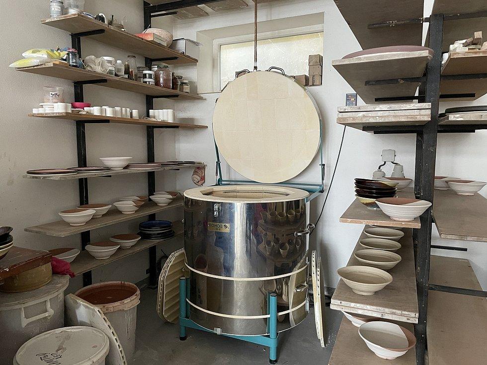 Keramika ze zbýšovské Hrnčírny dělá radost po celém světě.
