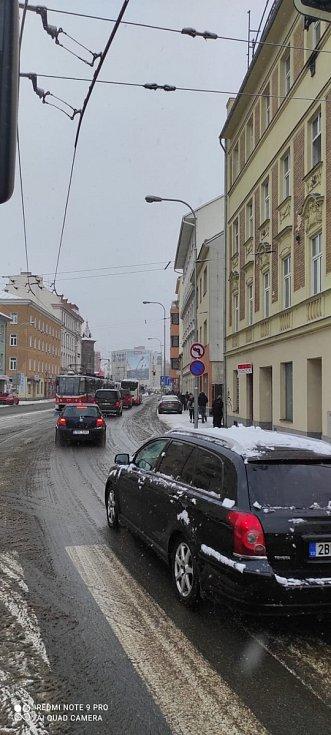 """""""Aktuálně velká nehoda na Křenové. Tramvaje už 20 min stojí."""""""