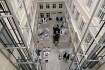 Po více než dvou měsících obnovil provoz pod novým jménem Barceló Brno Palace bývalý hotel Comsa. Hotel na Šilingrově náměstí v centru Brna nabízí 119 pokojů ve čtyřhvězdičkovém standardu.