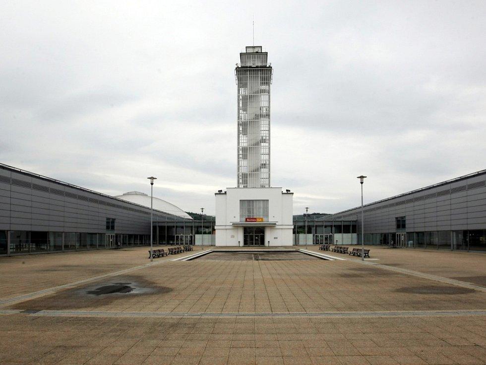 Brněnské výstaviště slaví 85 let od svého vzniku. Na snímku věž mezi pavilony G1 a G2