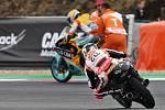 Monster Energy Grand Prix České republiky 2017, Moto 3 - Gabriel Rodrigo po pádu v posledním kole a Manuel Pagliani.