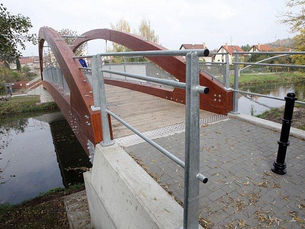 Lávka spojuje Obřanskou ulici a Újezdy přes řeku Svitavu v Brně.