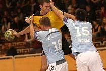 Házenkáři KP Brno (ve žlutém) si připsali vítězství nad Kopřivnicí.