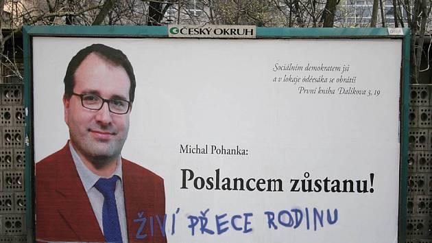 """""""Dopracované"""" billboardy, kterými si neznámý zadavatel vyřizuje účty s bývalým členem ČSSD Michalem Pohankou"""