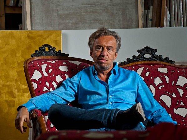 Petr Kvíčala patří knejvýznamnějším osobnostem české abstraktní malby a vBrně je sjeho tvorbou spjato hned několik událostí či míst.