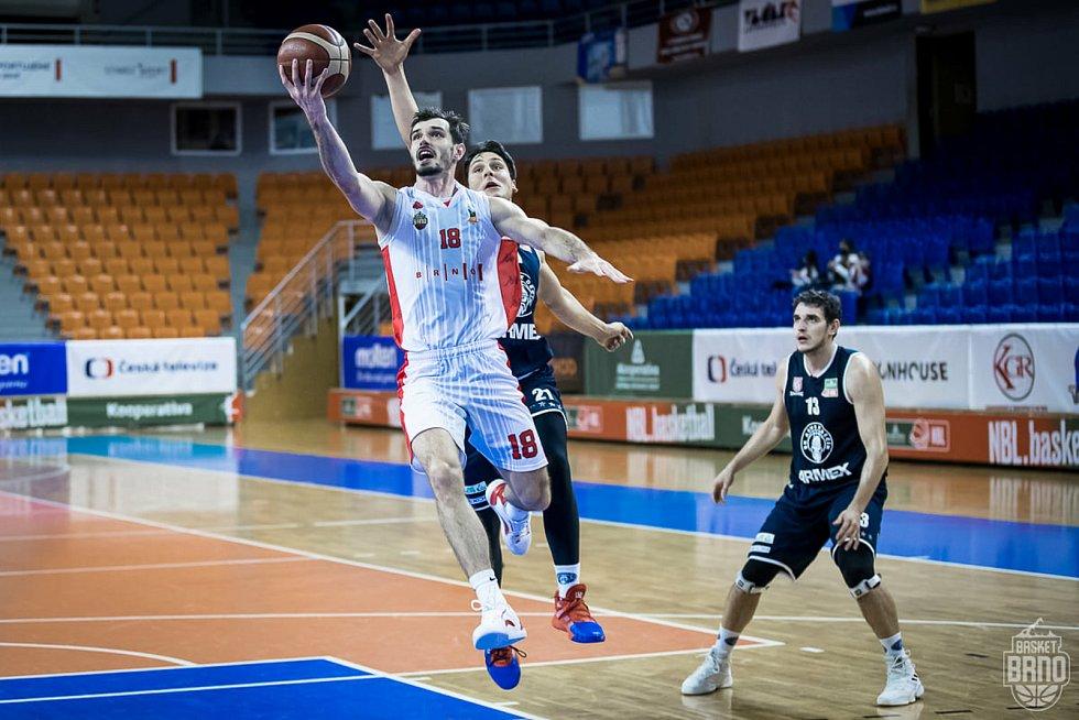 Viktor Půlpán (v bílém dresu)