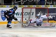 Šestý a poslední semifinálový zápas mezi domácí Kometou Brno v bílém a Tygry z Liberce.
