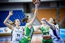 Basketbalistky KP Brno (v zeleném) se ve středu utkají o postup do elitní čtyřky Českého poháru s Hradcem Králové.