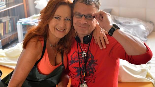 Herečka Simona Stašová s režisérem Filipem Renčem.