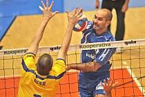 Martin Hroch (v modrém).