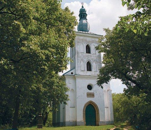 Kaple svatého Jakuba stojí na Krásné hoře a je vidět téměř zkaždého místa vIvančicích.