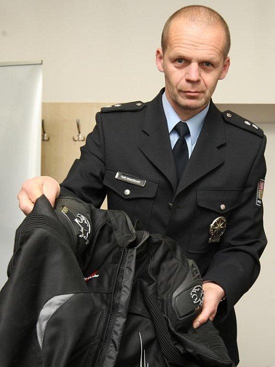 Tisková konference k případu zloděje ze Židlochovic - policejní mluvčí Bohumil Malášek.